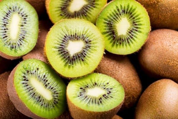 sliced kiwi fruits